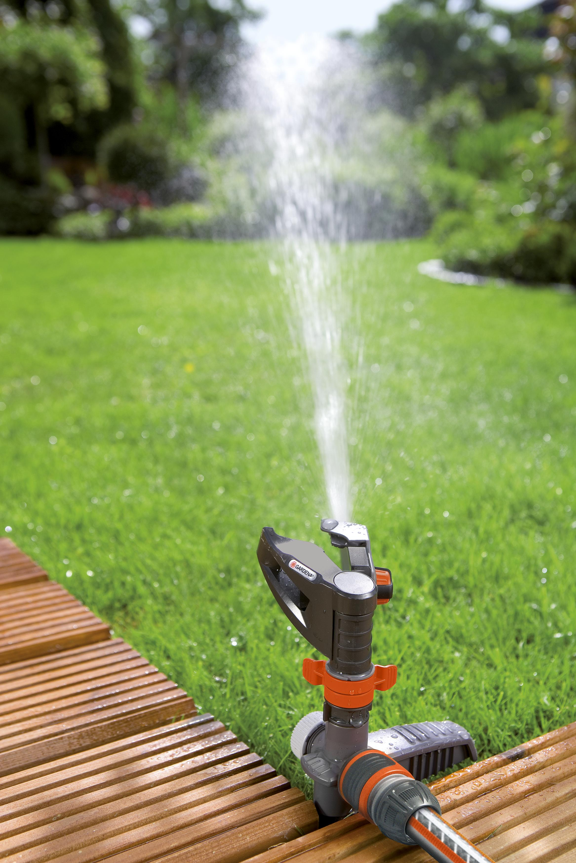 Gardena 809 Full or Part Circle Pulse Sprinkler With Ground Spike for Large Surf