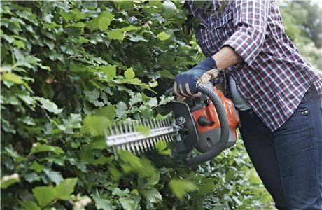 What to think about when buying a hedge trimmer