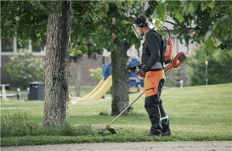 Battery grass trimmer from Husqvarna