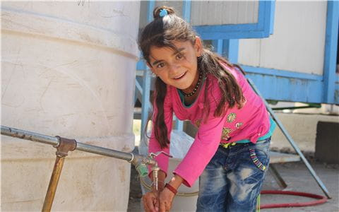 Clean water in the refugee camp thanks to UNICEF