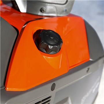 Easy-access fuel cap
