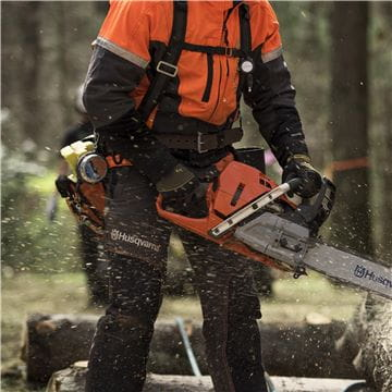 Chainsaw logger - USA