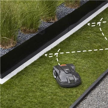 Automower 305: systematic passage mowing