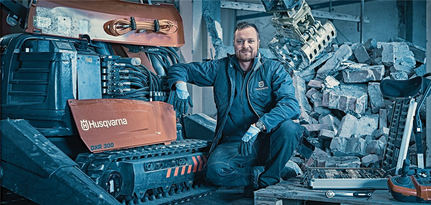 Husqvarna service mechanics specialize in remote demolition robots to ensure maximum uptime and machine availability through planned maintenance and fast, correct repair.