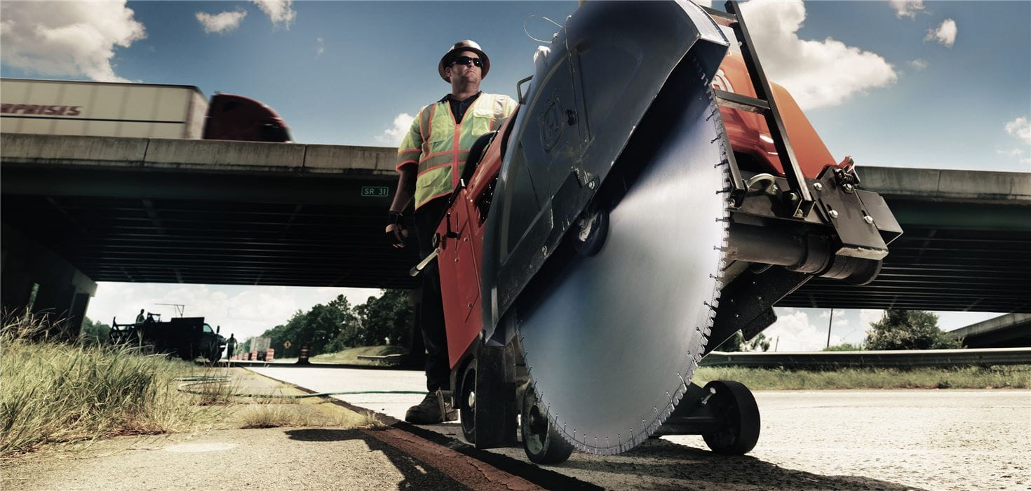 Husqvarna provides diamond blades for large and small floor saws enabling efficient cutting in asphalt and heavily reinforced concrete.