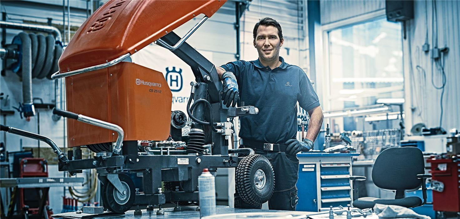 Husqvarna service mechanics specialize in wire saws to ensure maximum uptime and machine availability through planned maintenance and fast, correct repair