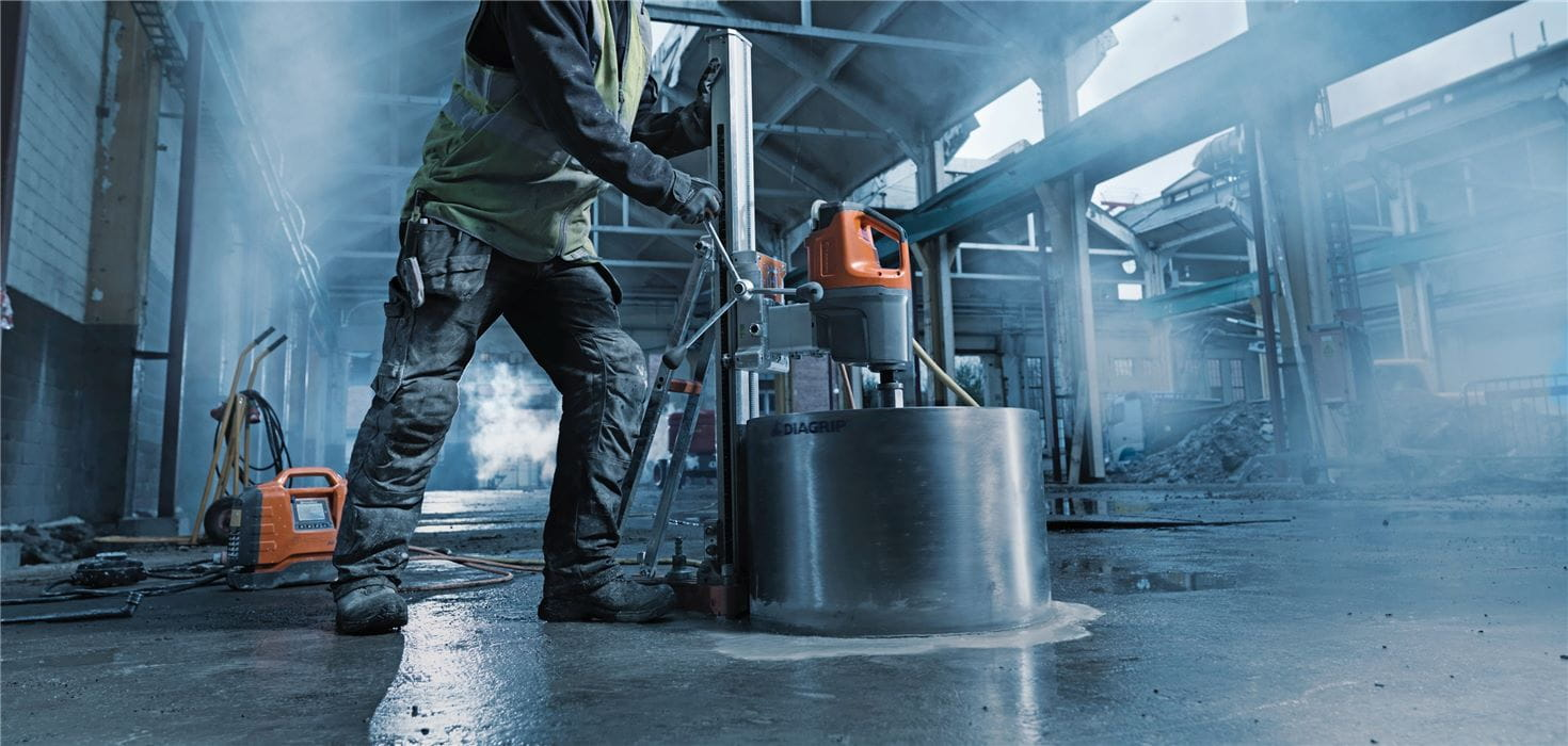 Large diameter diamond core drilling is made easy with the high frequency electric Husqvarna DM 650 PRIME™ drill system.