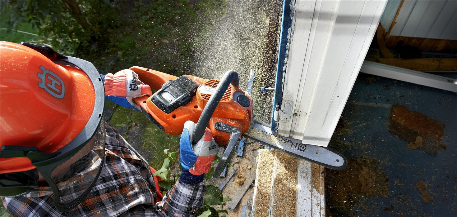 Cutting window frame with cordless electric chainsaw