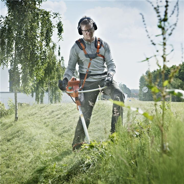 The X-TORQ® engine in a Husqvarna Brushcutter reduces exhaust emissions and increases fuel efficiency