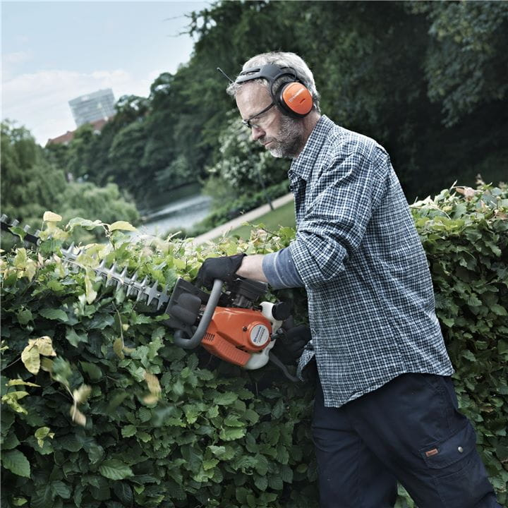 Double sided hedge trimmers