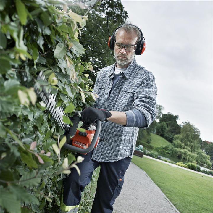 Husqvarna树篱修剪机安全,全面且舒适使用