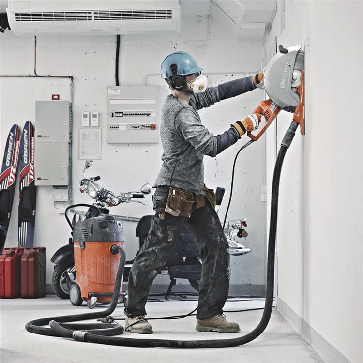Dry cutting with handheld electric cut-off concrete saw Husqvarna K 3000 power cutter enables excellent dust collection.