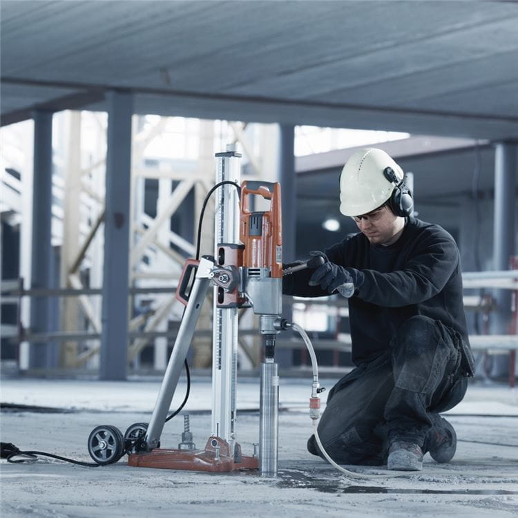 With Husqvarna DM 220 you can perform both wet and dry diamond core drilling, handheld as well as with stand.