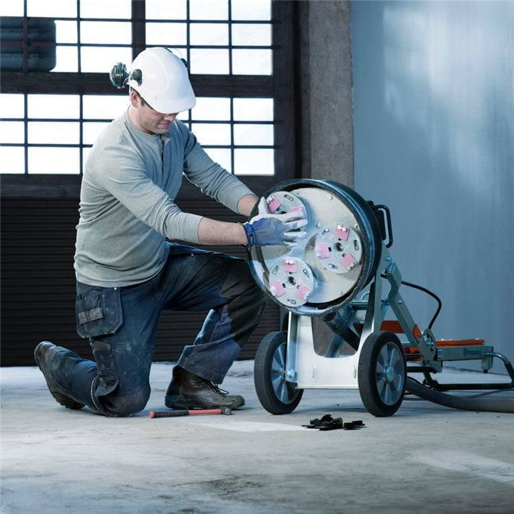 Husqvarna Redi Lock® allows the floor grinding operator to switch the diamond tools instantly.