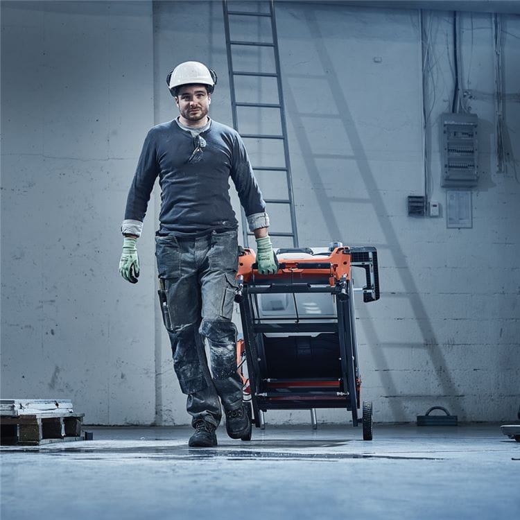 Husqvarna tile saws are easy to transport with foldable stand, transport wheels and convenient handles.