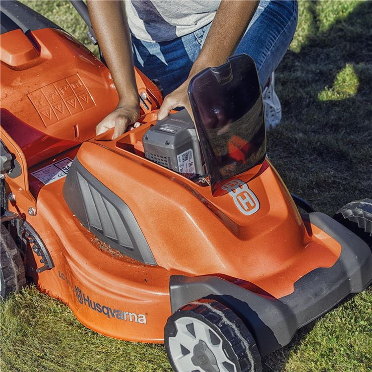 LC 141Li Battery lawnmower
