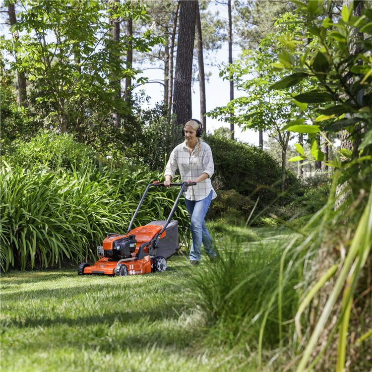 Walk-behind LC 347VI / Woman mowing grass