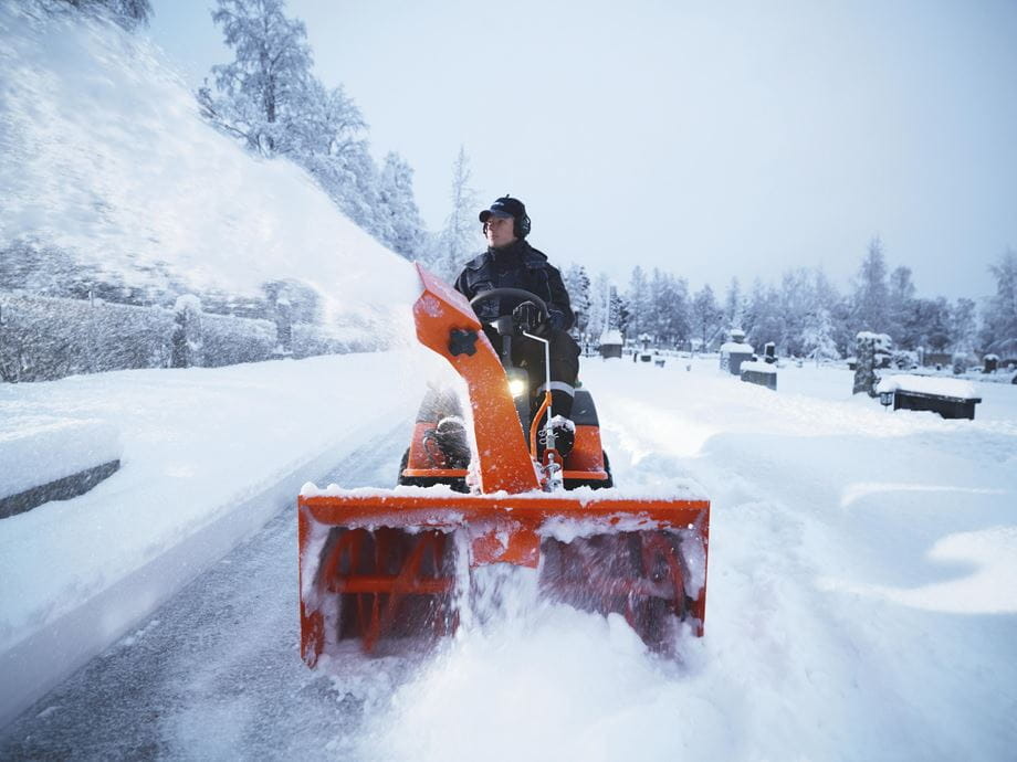 PR 17 AWD/R 418 with snow thrower