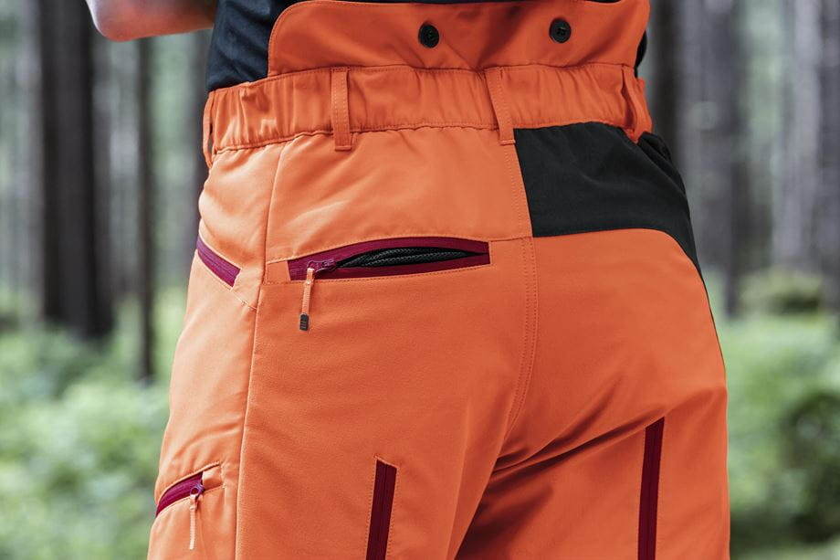 Mesh in back pockets for ventilation