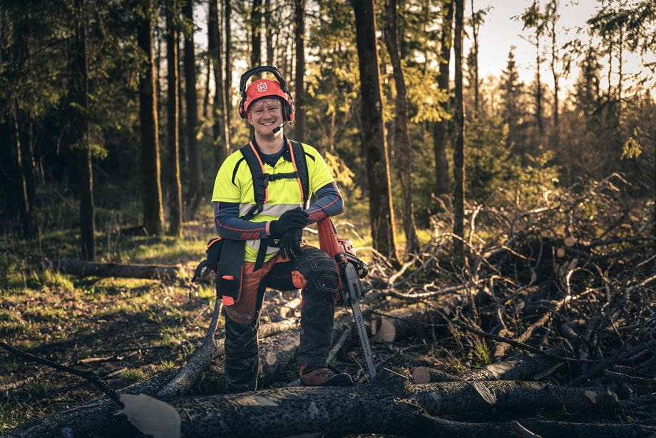 Logger with chainsaw 560 XP