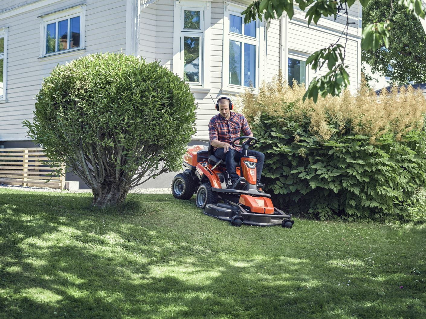 Rider R 300-series cutting grass