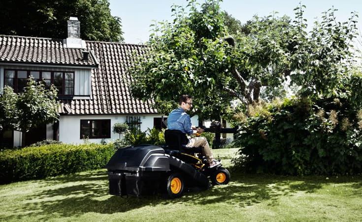 Cutting the lawn using a cross mower