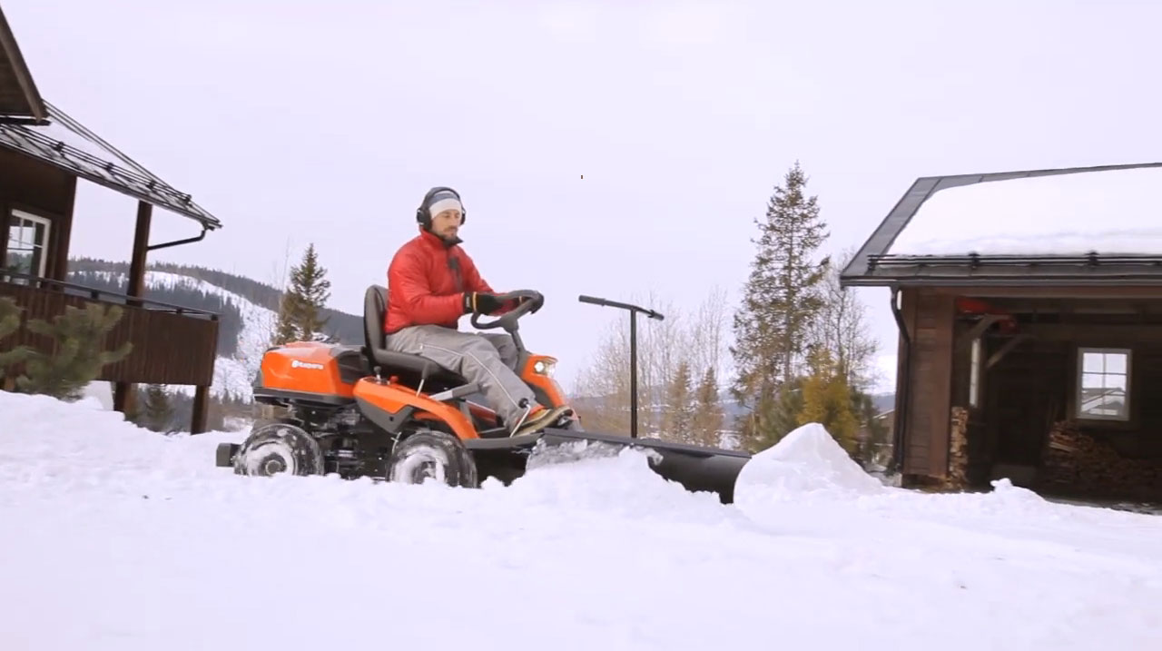 Rider 300-series with snow blade
