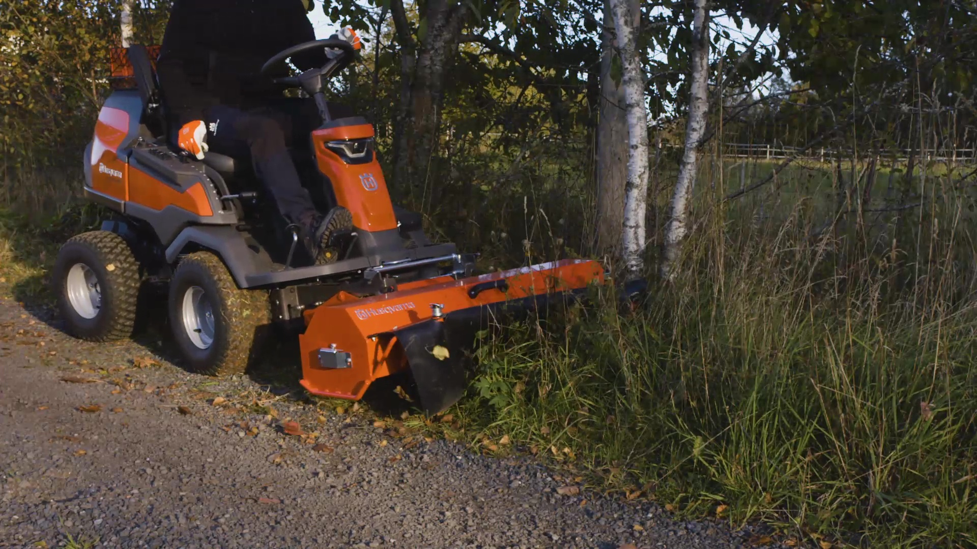 How to attach and remove a flail mower (R 419TsX AWD/R 420TsX AWD)
