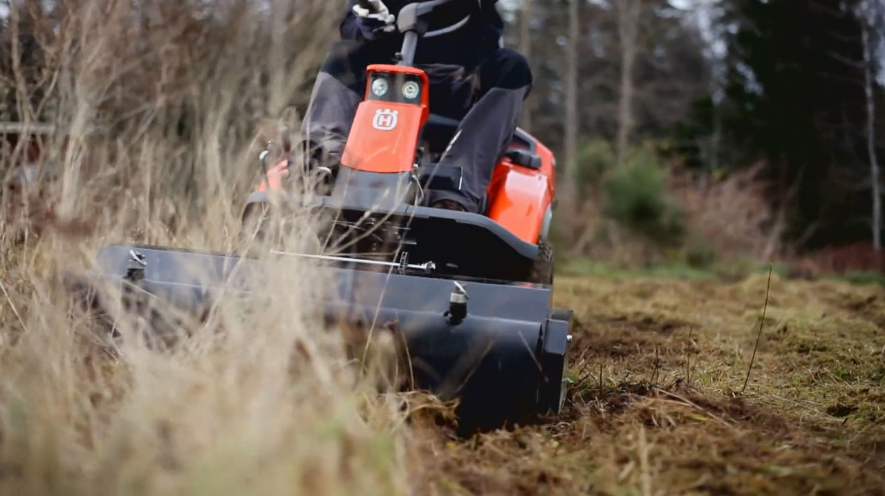 Rider 300-series with flail mower